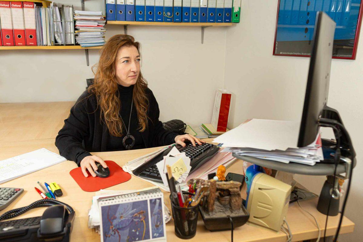 Antonella Mei al lavoro nel suo ufficio